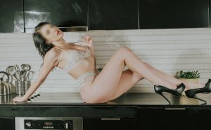 Naoual escort girl